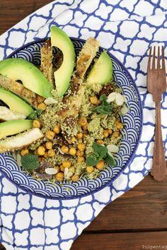 Leckerer und sättigender Quinoa-Salat mit Hähnchen, Kichererbsen und Feigen. Ein köstlicher Gastbeitrag von der lieben Jenny vom Tulpentag Blog.