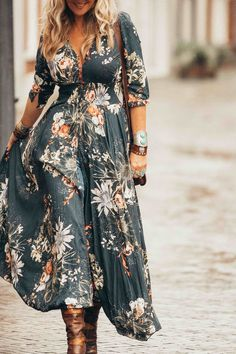 138f1eabd5 boho-chic maxi dress with boots Hippie Stil