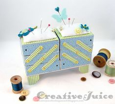 Lisa Hoel – Eileen Hull's Sizzix die, Cantilever Sewing Box