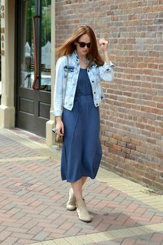 The perfect casual summer outfit in distressed denim jacket and forever21 midi dress. | #fashion #fashionblog #affordable #forever21 #summerstyle