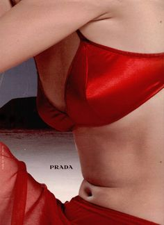 Prada F/W 98 - red satin bra Ode An Die Freude, Glamour Vintage, Satin Rouge, Prada, Outfit Des Tages, Vogue China, Tim Walker, Fashion Advertising, Mode Editorials