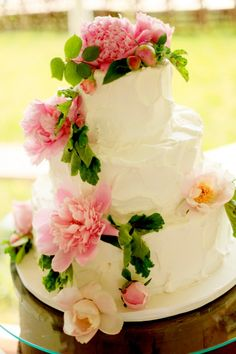 Pink flowers on a white cake!