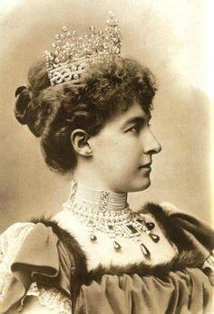 the Duchess of Savoy wearing the Aosta knot tiara