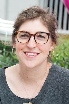 Actress Mayim Bialik attends the We All Play FUNdraiser At The Zimmer Children's Museum on May 15 2016 in Los Angeles California