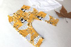 Baby pants Very easy to make baby pants offered by Oh mot Baby Outfits, Outfits Niños, Newborn Outfits, Trendy Baby Boy Clothes, Newborn Boy Clothes, Baby Couture, Baby Pants, Sewing For Kids, Summer Girls