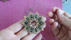 Etsy Jewelry, Jewelry Crafts, Beaded Jewelry, Ukulele, Lip Shapes, Diy Bracelets Easy, Jewelry Findings, Beading Patterns, Jewelry Design
