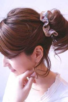 easy hair updos using a scrunchy