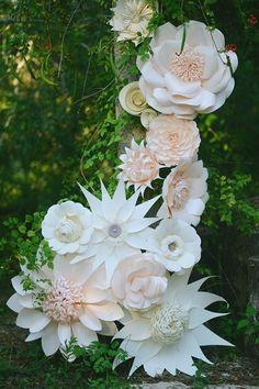 decoración con flores gigantes de papel5