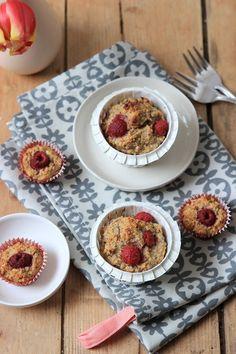 "Himbeer-Haferflocken-Muffins ohne Zucker aus dem Buch ""Gesund backen ist Liebe"" Raspberry oatmeal muffins without sugar from the book ""Healthy Baking is Love"" - Healthy Appetizers, Healthy Sweets, Healthy Dessert Recipes, Healthy Baking, Baby Food Recipes, Appetizer Recipes, Healthy Snacks, Raspberry Oatmeal Muffins, Snacks Sains"