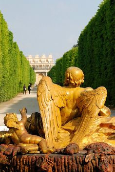 Angel looking towards the palace, Versailles