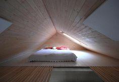 Zen style for this bedroom on a houseboat / Stile Zen per questa camera da letto in una casa galleggiante