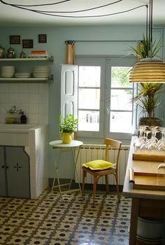 bright cozy kitchen #yellow #analogous