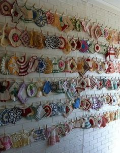 Vintage Potholders--I don't collect potholders, but I do appreciate such a great collection! **Like this way to display my potholders. Would try the small craft clothes pins provided they open. Vintage Potholders, Crochet Potholders, Crochet Granny, Crochet Doilies, Kitsch, Vintage Love, Vintage Items, Vintage Fabrics, Linens And Lace