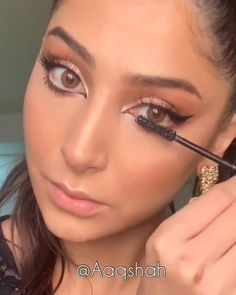 makeup techniques videos A perfectly winged eyeliner makes any look stand out! Eyeliner Make-up, Eyeshadow Makeup, Hair Makeup, Eyeliner Ideas, Strobing Makeup, Gold Eyeshadow, Contouring, Eyeshadow Palette, Beauty Make-up