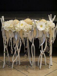 Creative Flower Arrangements, Flower Centerpieces, Flower Decorations, Floral Arrangements, Deco Floral, Arte Floral, Floral Design, Flower Branch, Flower Art