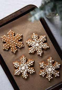 gingerbread cookies Gingerbread Snowflakes by Pickles amp; Honey Country Livings Best Gingerbread Cookies to Spice up Your Christmas Dessert Spread By Samantha Brodsky and Jennifer Aldrich August 2019 Christmas Sweets, Christmas Mood, Christmas Gingerbread, Noel Christmas, Gingerbread Men, Gingerbread Decorations, Christmas Snowflakes, Decorating Gingerbread Cookies, Christmas Decorations