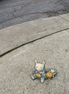 "David Zinn: ""A Moment of Leporid Urban Raveling."" Or Hare Knit - Lost to rain, June 2014 Murals Street Art, 3d Street Art, Street Art Graffiti, Street Artists, Graffiti Artists, David Zinn, Pablo Picasso, New York Graffiti, Street Art Photography"