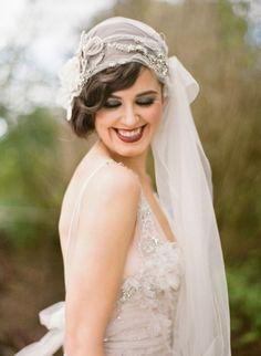 22 Trendy Ideas Wedding Veils With Hair Down Vintage Bridal Headpieces Vintage Veils, Vintage Wedding Hair, Gatsby Wedding, Vintage Bridal, Wedding Gowns, Flapper Wedding, Vintage Weddings, Silver Weddings, Bling Wedding