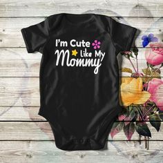 Customized baby bodysuit, unisex, in white, black or pink color. Add the dad's or baby's name or both. With lap shoulders and bottom snaps. Custom Baby Onesies, Personalized Baby Gifts, Unisex Baby, Baby Bodysuit, Refashion, Baby Names, Fathers Day Gifts, Baby Shower Gifts, Cute Babies