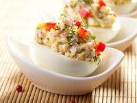 Plněná vejce se šunkou a červenou paprikou