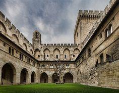 Palais des Papes - Avignon, FRANCE Panorama avec 3 photos verticales