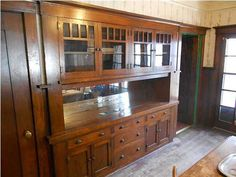 Dining built-in from 1914 Craftsman. - Dining built-in from 1914 Craftsman. Craftsman Built In, Craftsman Interior, Craftsman Kitchen, Craftsman Style Homes, Craftsman Bungalows, Craftsman Houses, Arts And Crafts Interiors, Arts And Crafts Furniture, Bungalow Homes