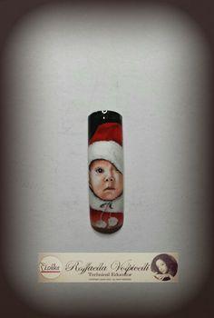 Nail design baby portrait
