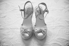 Los Zapatos de la novia. Fotografía de boda artística. Reportaje de boda contemporánea.