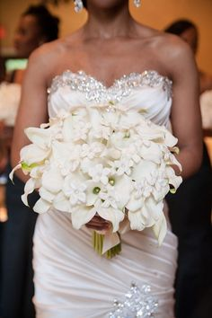 Photo by lulu lopez. http://munaluchibridal.com/white-and-gold-themed-wedding-in-houston-by-lulu-lopez/