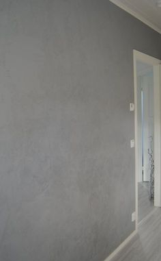 Loppulomasta olen intoutunut kodin pikkuprojekteihin ja tässä komeilee niistä yhden lopputulos. Tein työhuoneeseen betoniseinän, joka ei ...