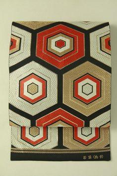 Black tartleshell fukuro obi / 黒地 亀甲重ね柄 六通袋帯   #Kimono #Japan  http://www.rakuten.co.jp/aiyama/