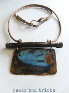 fold forming | La collana è finita con un semplice laccetto di cuoio naturale, con ...