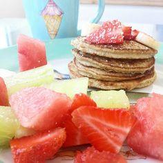 Este es mi desayuno preferido sin dudas!! Desayunar avena, que es un carbo complejo + claras de huevo, proteina, acelera tu metabolismo y te satisface muchisimo!! Ademas tiene semillas de chia que aporta grasas de excelente calidad, omega 3, muchisimo calcio, y tambien te da sensacion de saciedad por mucho tiempo. PANQUEQUES DE AVENA Y CHIA  (receta basica)  3 claras si sos mujer 4 para hombres 1/3 o 1/2 taza de avena 1 cda semillas de chia  Un chorrito es vainilla 2 o 3 sobres de sucaryl…