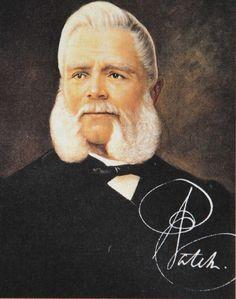 Antoni Patek urodził się w Piaskach Szlacheckich w 1812 roku. Brał czynny udział w powstaniu listopadowym z powodu czego musiał emigrować do Francji. Szybko przeniósł się do Szwajcarii gdzie zajął się sztuką zegarmistrzowską. W 1845 roku z francuskim zegarmistrzem Andrea Philippe otworzył firmę produkującą zegarki. Firma szybko zdobyła ogromną renomę - ich wyroby kupowali najsłynniejsze osobowości jak chociażby królowa Wiktoria...