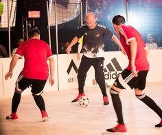 Zinedine Zidane, estrella de la presentación de las nuevas botas adidas ACE 17 Red Limit
