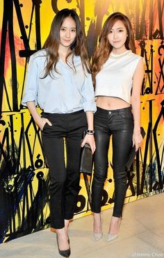 Jessica and Krystal show off their good looks at a 'Jimmy Choo' event | http://www.allkpop.com/article/2014/04/jessica-and-krystal-show-off-their-good-looks-at-a-jimmy-choo-event