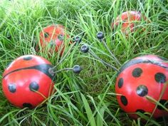 Bowling balls make great yard art... now I just gotta find an old bowling ball or two.  @jennifer patterson