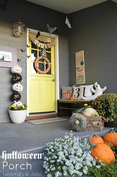 Easy ways to create a Halloween theme for your front door and porch!