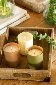 Bandeja de madera con velas
