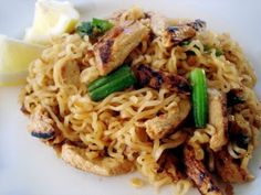 Top Ramen Noodle recipes, including Vegetarian Pad Thai (like in the picture) Top Ramen Recipes, Ramen Noodle Recipes, Asian Recipes, Top Ramen Noodles, Raman Noodles, Inexpensive Meals, Cheap Meals, Pasta Dishes, Food Dishes