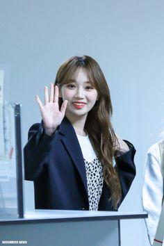 Kpop Girl Groups, Kpop Girls, Yu Jin, Japanese Girl Group, Extended Play, Happy Moments, The Wiz, Korean Girl, My Girl