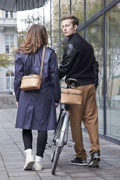 EVA BLUT in Süddeutsche.de: Accessoires für Fahrradfahrer: Schick im Sattel Bicycles, Normcore, Fashion, Bicycling, Chic, Bicycle, Moda, Fashion Styles, Fashion Illustrations