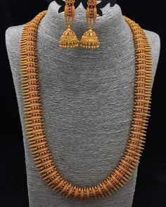 Photo by Jewellery House on December Gold Temple Jewellery, Gold Jewelry, Jewelry Sets, Gold Necklace, Indian Wedding Jewelry, Indian Bridal, Indian Jewelry, Bridal Jewelry, Kerala Jewellery