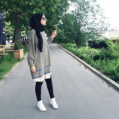 Image about fashion in hijab style by ladycookies Islamic Fashion, Muslim Fashion, Modest Fashion, Girl Fashion, Fashion Outfits, Hijab Chic, Casual Hijab Outfit, Muslim Girls, Muslim Women