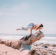 """Make your vision so clear that your fears become irrelevant."" - Unknown. @mikiash is featured in the Illuminate Bra & West Coast Legging. #aloyoga #beagoddess"