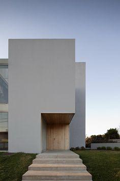 Paramos House - Espinho, Portugal, 2009 | house . Haus . maison | Architect: Nuno Lacerda Lopes |