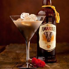 Amarula Martini – This elegant drink is perfect for those who enjoy their… Party Drinks, Cocktail Drinks, Fun Drinks, Yummy Drinks, Cocktail Recipes, Alcoholic Drinks, Beverages, Drink Recipes, Amarula Drink