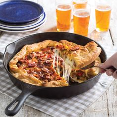 Bacon-Sausage Deep Dish Pizza - Taste of the South Cast Iron Skillet Pizza, Iron Skillet Recipes, Cast Iron Cooking, Smoked Pizza, Pizza Recipes, Cooking Recipes, Deep Dish Pizza Recipe, Bacon Sausage, Pizza Ingredients