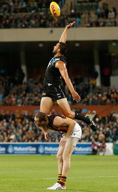 Alipate Carlile of the Power and Jarryd Roughead of the Hawks compete for the ball during the 2015 AFL Round 04 ANZAC Day match between Port Adelaide Power and the Hawthorn Hawks at Adelaide Oval, Adelaide on April 25, 2015. (Photo: Michael Willson/AFL Media) Share