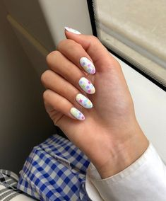 Want a perfect manicure that doesn't chip and doesn't break the bank? Look no further than these at-home gel nail kits for lasting perfection. Star Nail Designs, Gel Polish Designs, Pink Nail Designs, Simple Nail Designs, Acrylic Nail Designs, Star Nail Art, Star Nails, Nail Art Diy, Home Gel Nail Kit